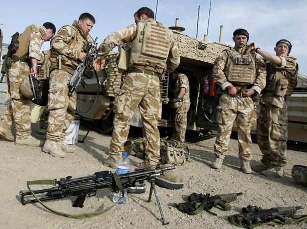 イギリス軍 : 世界の軍隊・・壁...